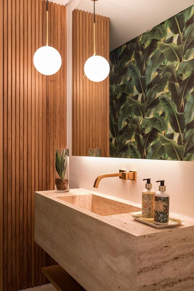 lavabo com madeira ripada. 9 Tendências de decoração para deixar sua casa um refúgio urbano