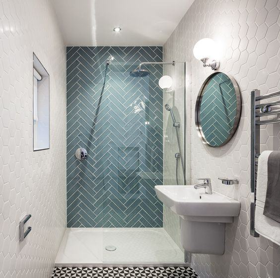 #39- Projeto de um banheiro usando 3 tipos de revestimentos diferentes em um mesmo ambiente: