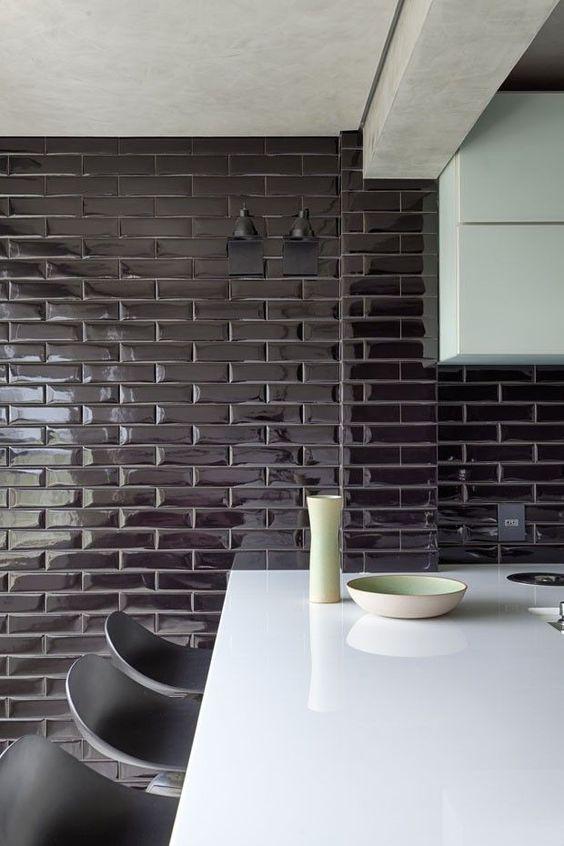 Cozinha preta e branca. 45 Inspirações Para Usar o Subway Tiles, o Azulejo do Metrô