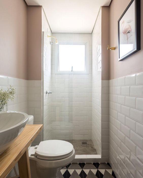 Faça meia parede de revestimento do metro fora do box e pinte da cor que quiser! O interessante é que sempre que quiser mudar, é só pintar a parede e terá um banheiro diferente (;