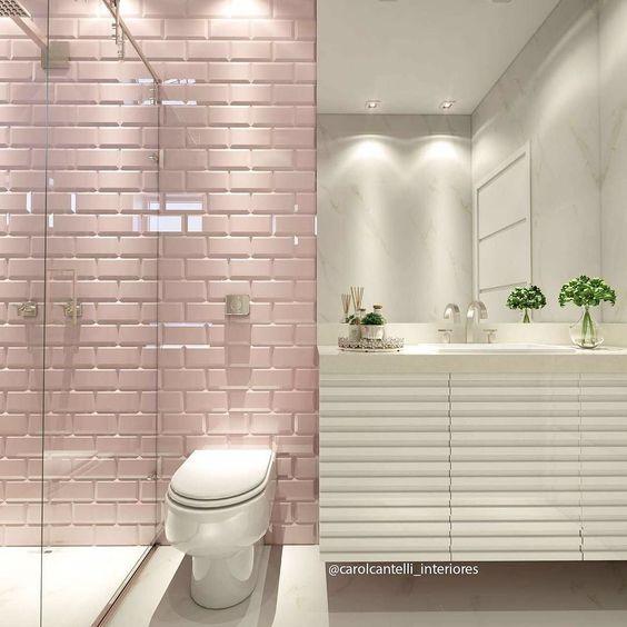 #25- Projeto lindo da arquiteta Carol Cantelli, usando revestimento rosa no banheiro