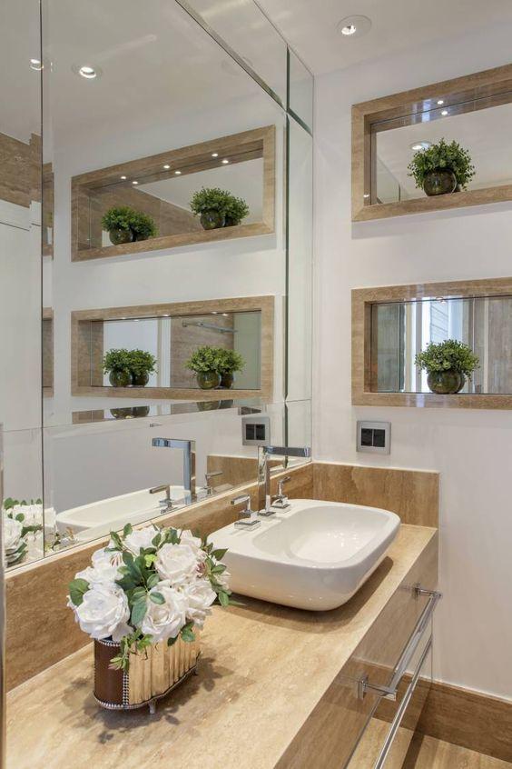 Banheiro com bancada piso e nicho em travertino 39 banheiros pequenos para você se inspirar