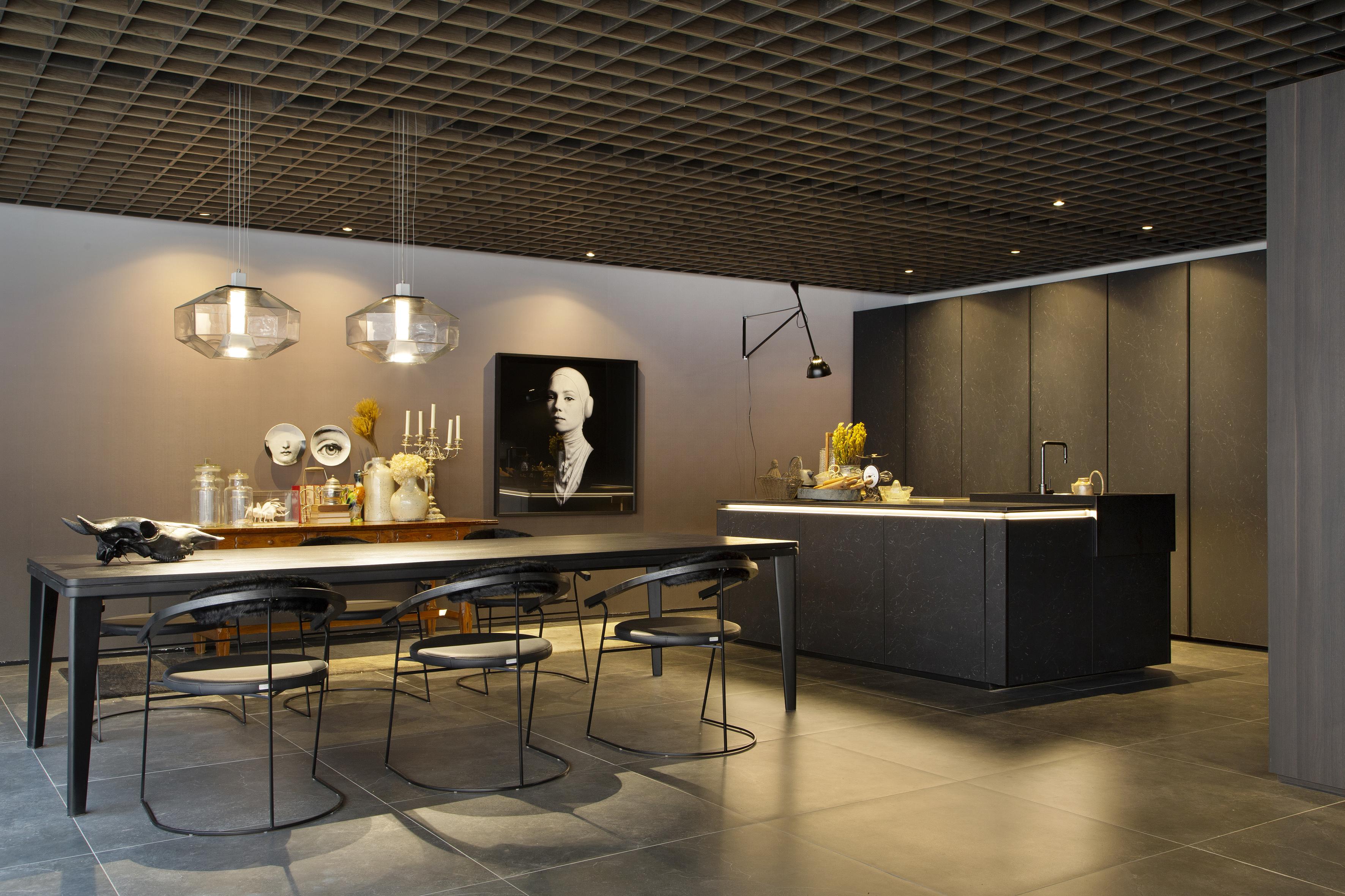 Projeto de Leo Shehtman na CASACOR SP 2019. Cozinha e sala de jantar com mámore Carpe Diem. Ambiente contemporâneo com aparência natural.