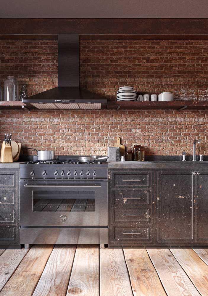 Combinado com o piso de tábuas corrida deu um aspecto bem rústico para a cozinha.