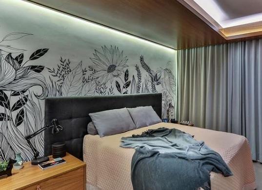 Grafites na decoração, Wall Art coloridos desenhados na parede de cama feita de madeira- Cabeceira