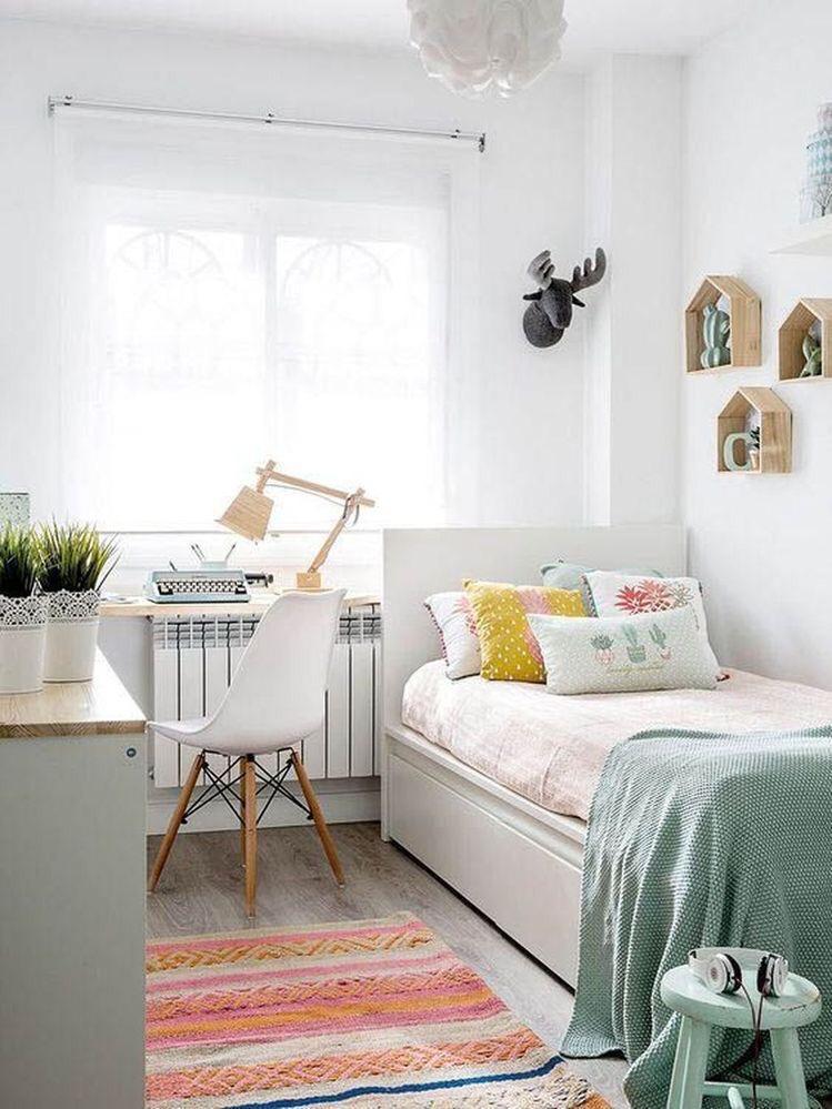 quarto feminino com cores claras
