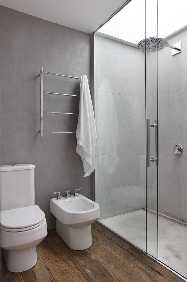 Banheiro moderno pequeno todo revestido em cimento queimado
