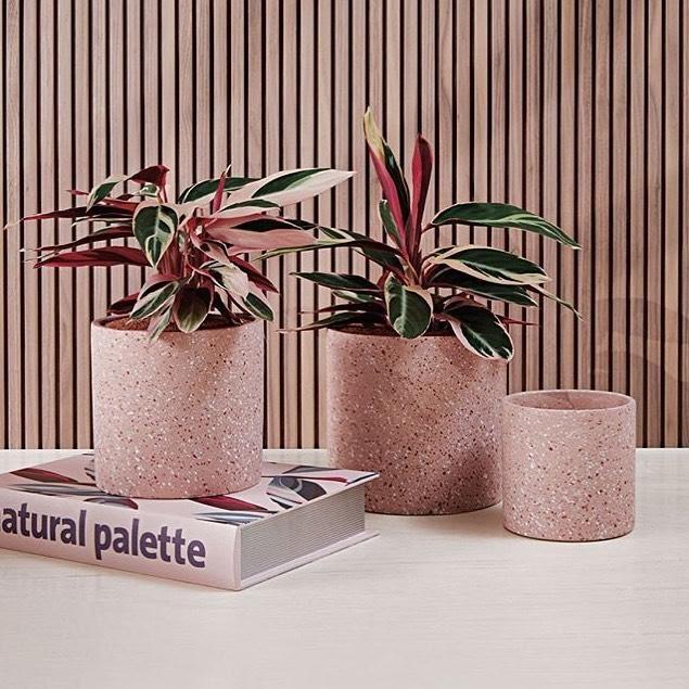 Granilite rosa em objetos.