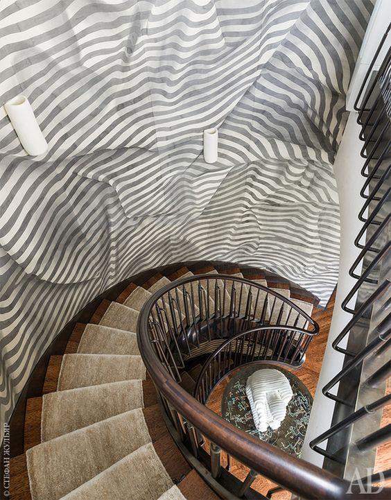 Escada curva Trompe l'oeil
