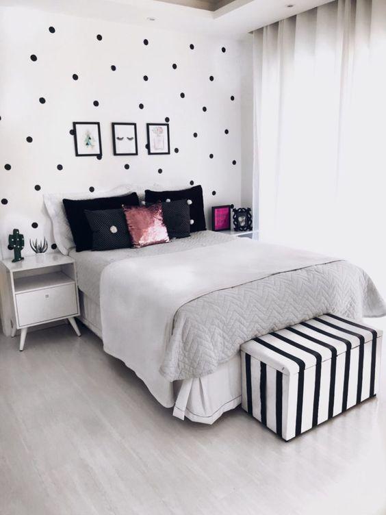 Quarto tumblr feminino com adesivo na parede