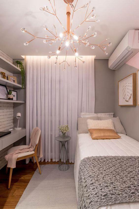 quarto pequeno feminino com decoração rosa e cinza