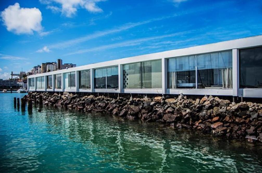 Bahia marina com vista para o mar e local de realização da segunda edição mostras de arquitetura Casas Conceito