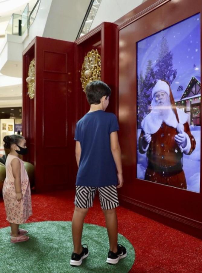 Decoração natalina, o contato virtual com o Papai noel no shopping leblon